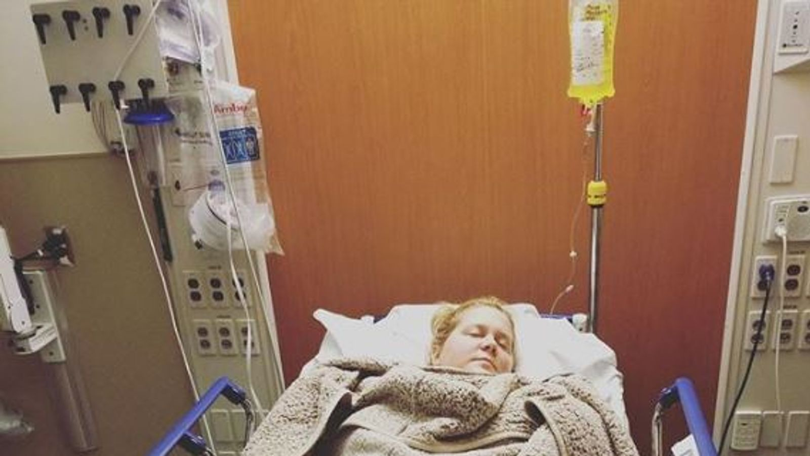 Amy Schumer in hospital for severe morning sickness
