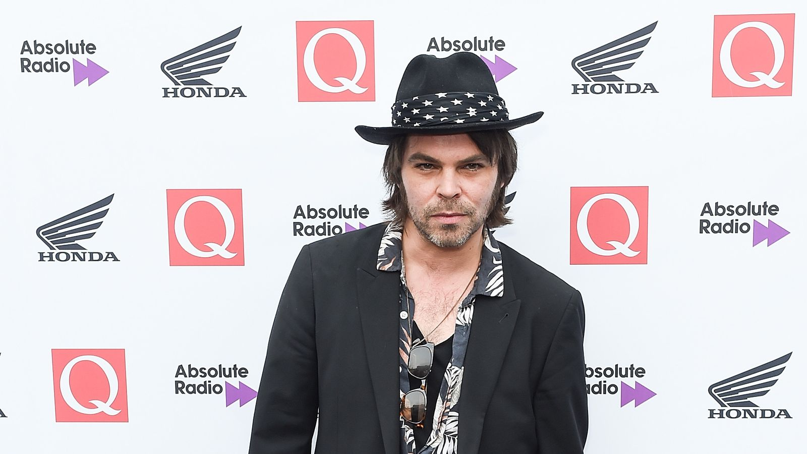 Gaz Coombes cancels gigs after 'Bruce Lee' kick by daughter