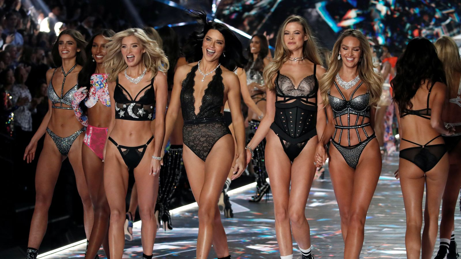 Victorias Secret boss apologises for insensitive trans and plus-size comments picture