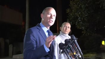 Mr Avenatti  insisted that he had 'never hit a woman'