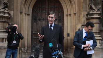 Jacob Reese-Mogg speaks to the media after submitting a letter of no confidence in Prime Minister Teresa May  on November 15, 2018 in London, England. Cabinet Ministers Dominic Raab, the Brexit Secretary, and Esther McVey, Work and Pensions Secretary resigned this morning after last night's cabinet meeting backed the draft Brexit agreement.