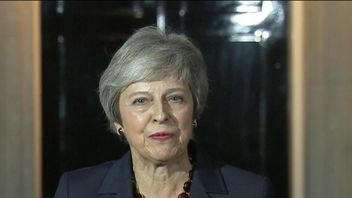 Theresa May announces that the draft Brexit agreement has cabinet backing
