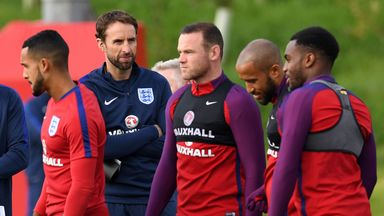 Rooney trains with England