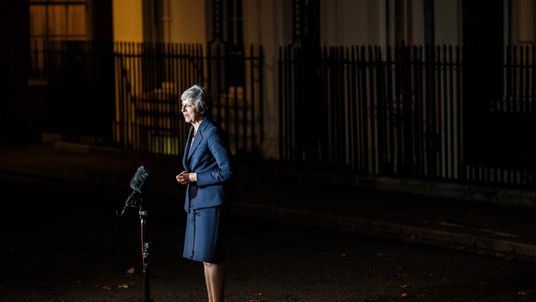 LONDON, ENGLAND - NOVEMBER 14: British Prime Minister Theresa May delivers a Brexit statement at Downing Street on November 14, 2018 in London, England. Theresa May addresses the nation after her cabinet of senior ministers met and approved the wording of the draft Brexit agreement which will see the UK leave the European Union on March 29th 2019. (Photo by Jack Taylor/Getty Images)