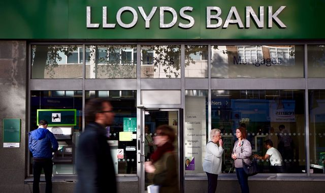 Lloyds reports higher profits but sees Brexit uncertainty ahead