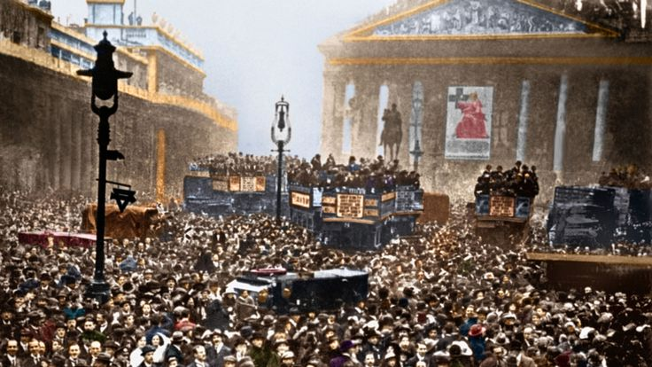 A huge crowd gathered outside the Stock Exchange and the Bank of England in London after the announcement of the Armistice