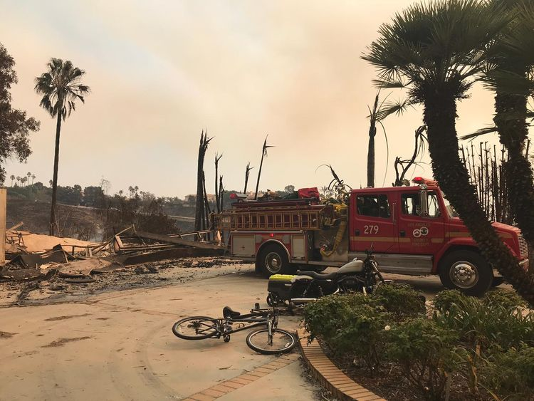 California firefighters dig battle lines as dead toll mounts