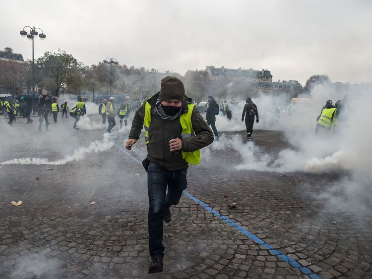 The majority of French people support the protests, according to a poll