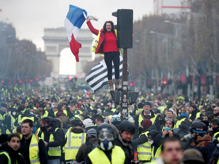 French minister blames far right over clashes