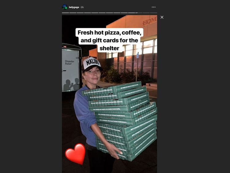 Lady Gaga delivers pizza to a shelter for people affected by the Woolsey Fire, one of the California wildfires. Pic: Instagram/@ladygaga