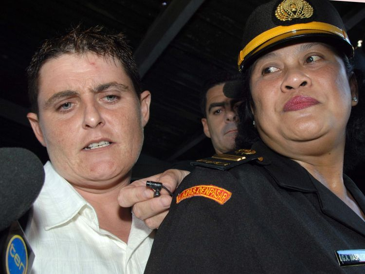 Convicted Australian drug smuggler Renae Lawrence (L) is accompanied by an unidentified Indonesian prison official at Kerobokan prison on the Indonesian island of Bali on August 17, 2010