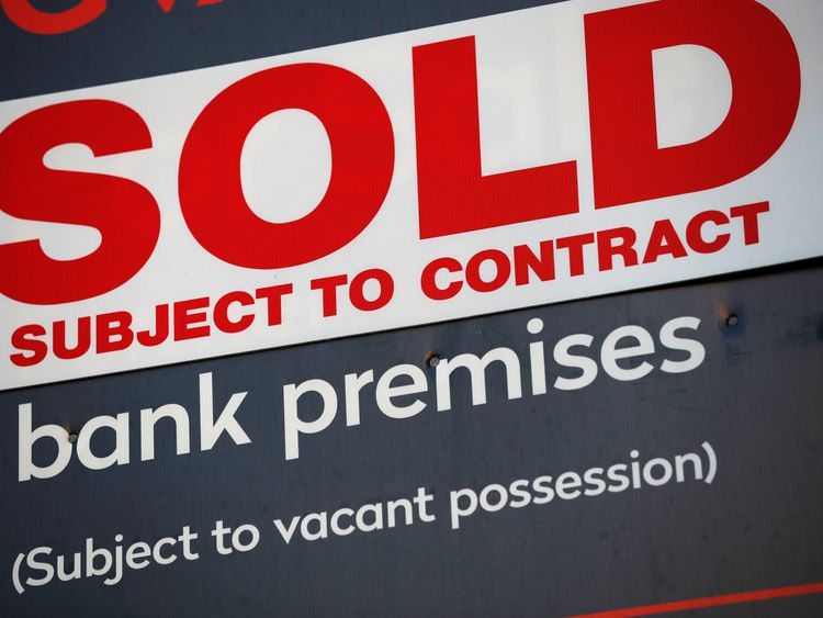 'Staggering' number of bank branches have shut