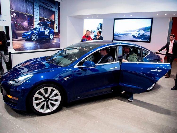 Elon Musk promised to make 5,000 Model 3 vehicles a week