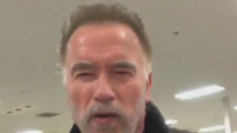 Arnold Schwarzenegger volunteers to hand out sandwiches to wildfire victims in California