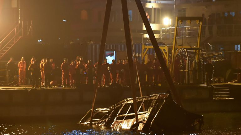 A crane salvages the wreckage of a bus after it plunged off a bridge into the Yangtze River in China's southwestern Chongqing early on November 1, 2018