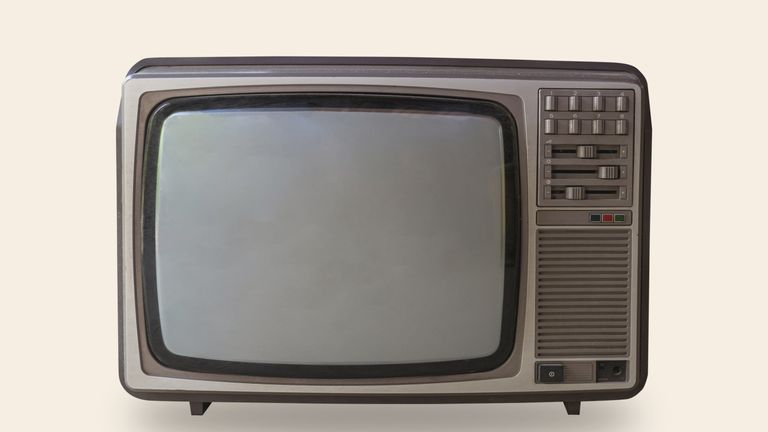 More Than 7000 Still Watching Black And White Tv Across Uk Ents