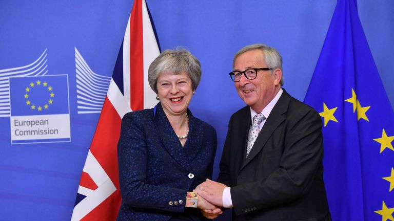 EU Commission President Jean-Claude Juncker (R) welcomes Britain's Prime Minister Theresa May for Brexit talks at EU Headquarters in Brussels on November 24, 2018. - Britain's Prime Minister on November 24 will meet the EU Commission president, head of the bloc's executive, and the EU Council president, whose institution represents the member states. European diplomats told AFP no more substantive negotiations are planned for this weekend and it was hoped the summit on November 25 would simply s