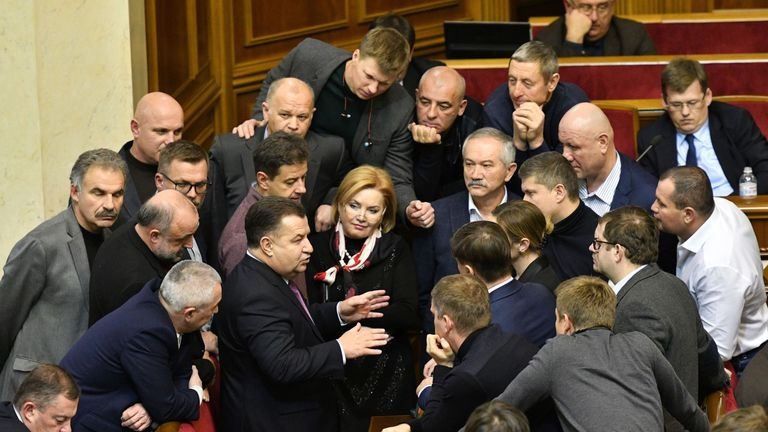 Ukrainian Defence Minister Stepan Poltorak (C) speaks to Ukrainian MPs before the vote on martial law