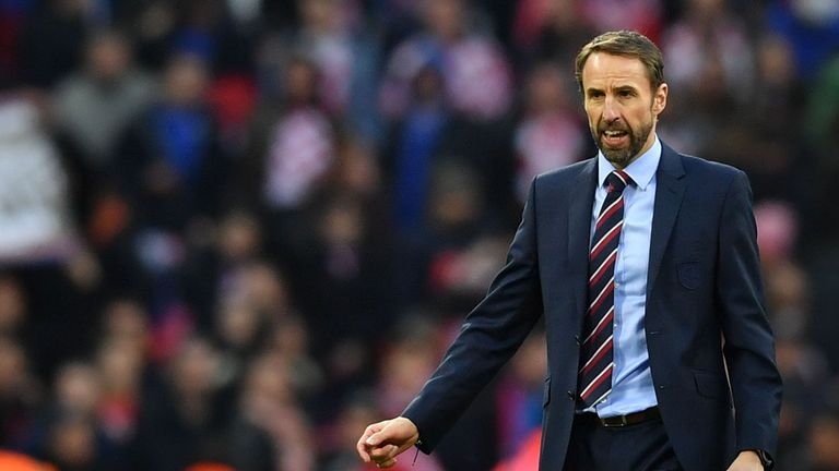 England manager Southgate cools Man.Utd talk