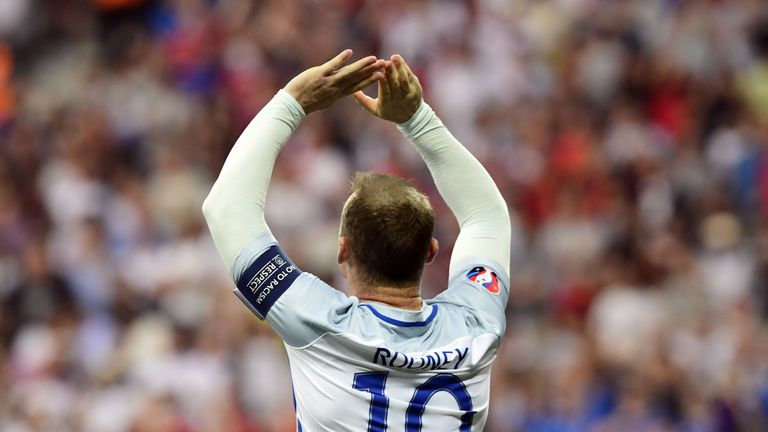 Rooney looking sharp in England training return