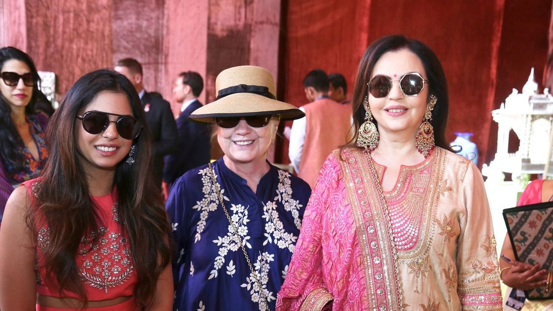 Clinton Conga: Ex-US Diplomats Boogie With Bollywood Stars at Wedding