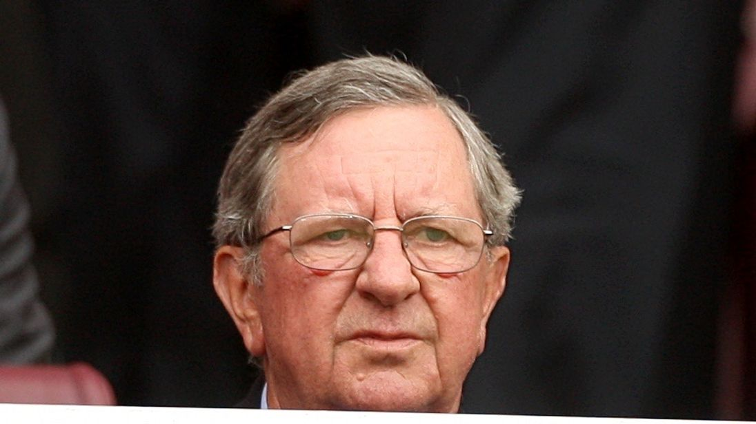 Peter Hill-Wood: former Arsenal chairman dies aged 82