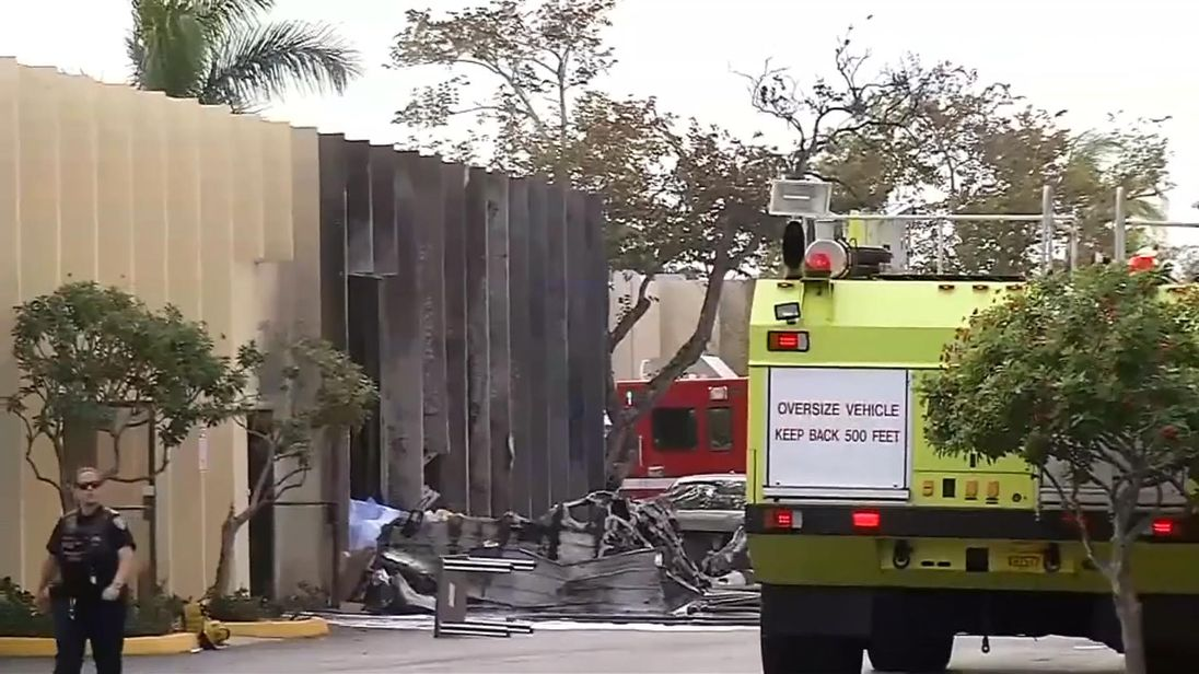 2 dead after plane crashes through Florida warehouse roof