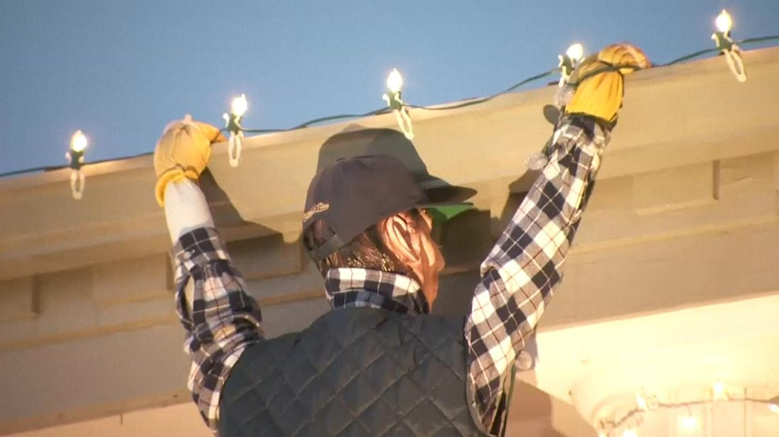 'Christmas Vacation' inspired holiday decor prompts calls to 911