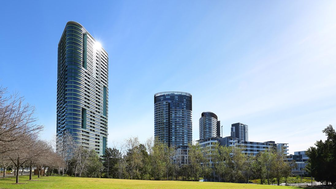 'Cracking noises' trigger evacuation of Sydney apartment tower