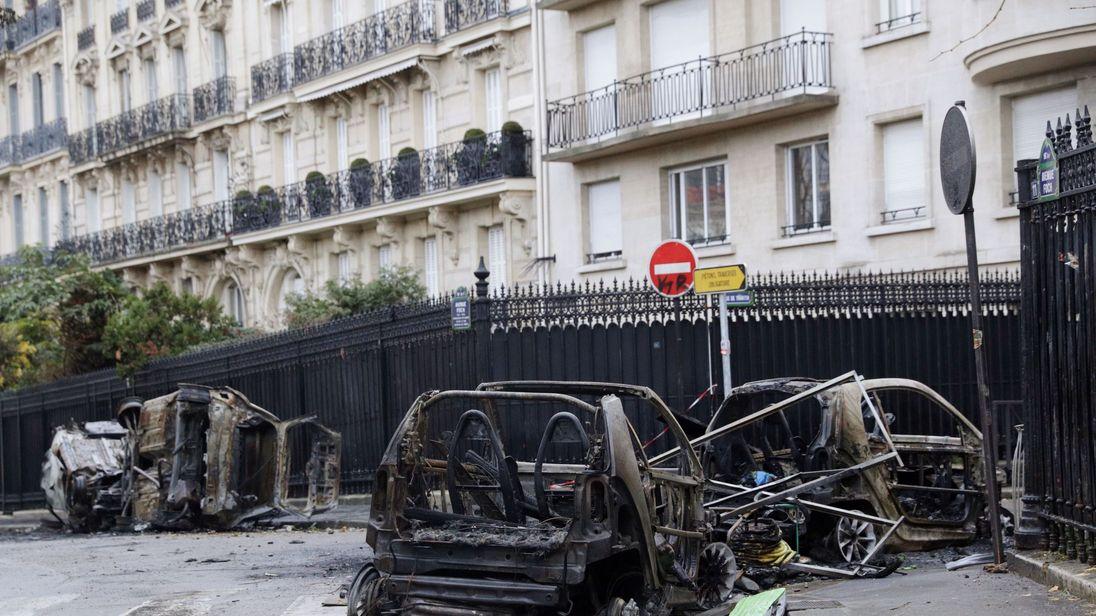 macron visits arc de triomphe after riots tear parts of paris apart. Black Bedroom Furniture Sets. Home Design Ideas