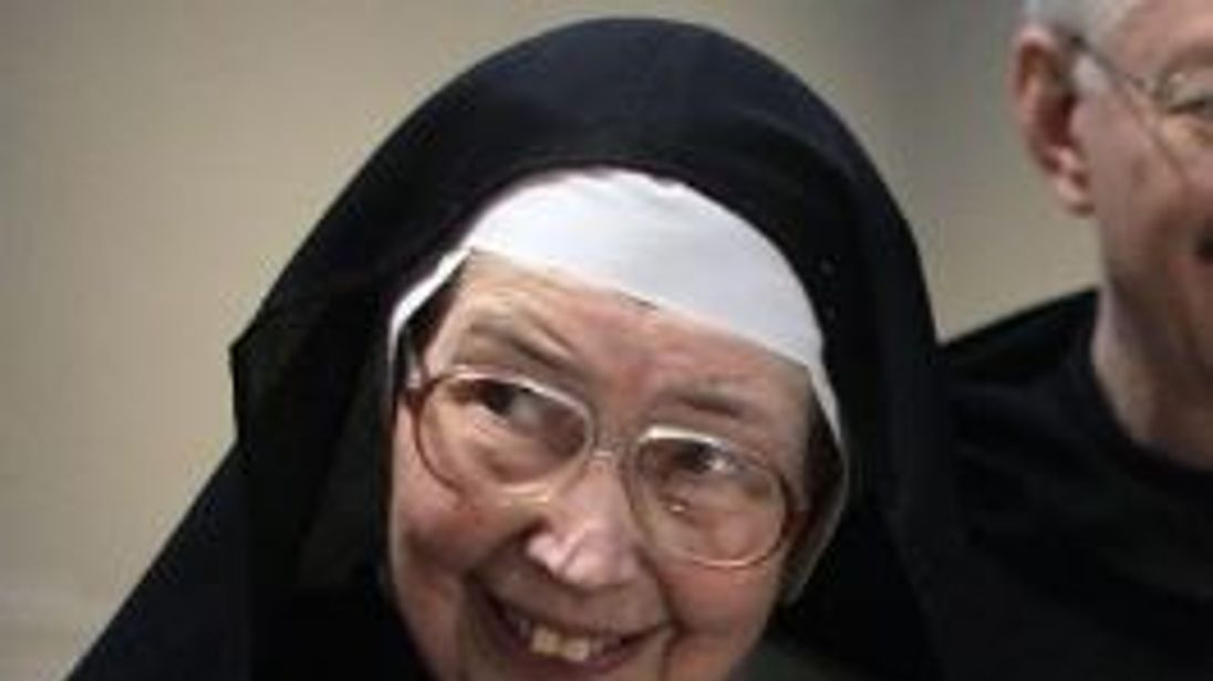 Presenter and critic Sister Wendy Beckett dies, aged 88