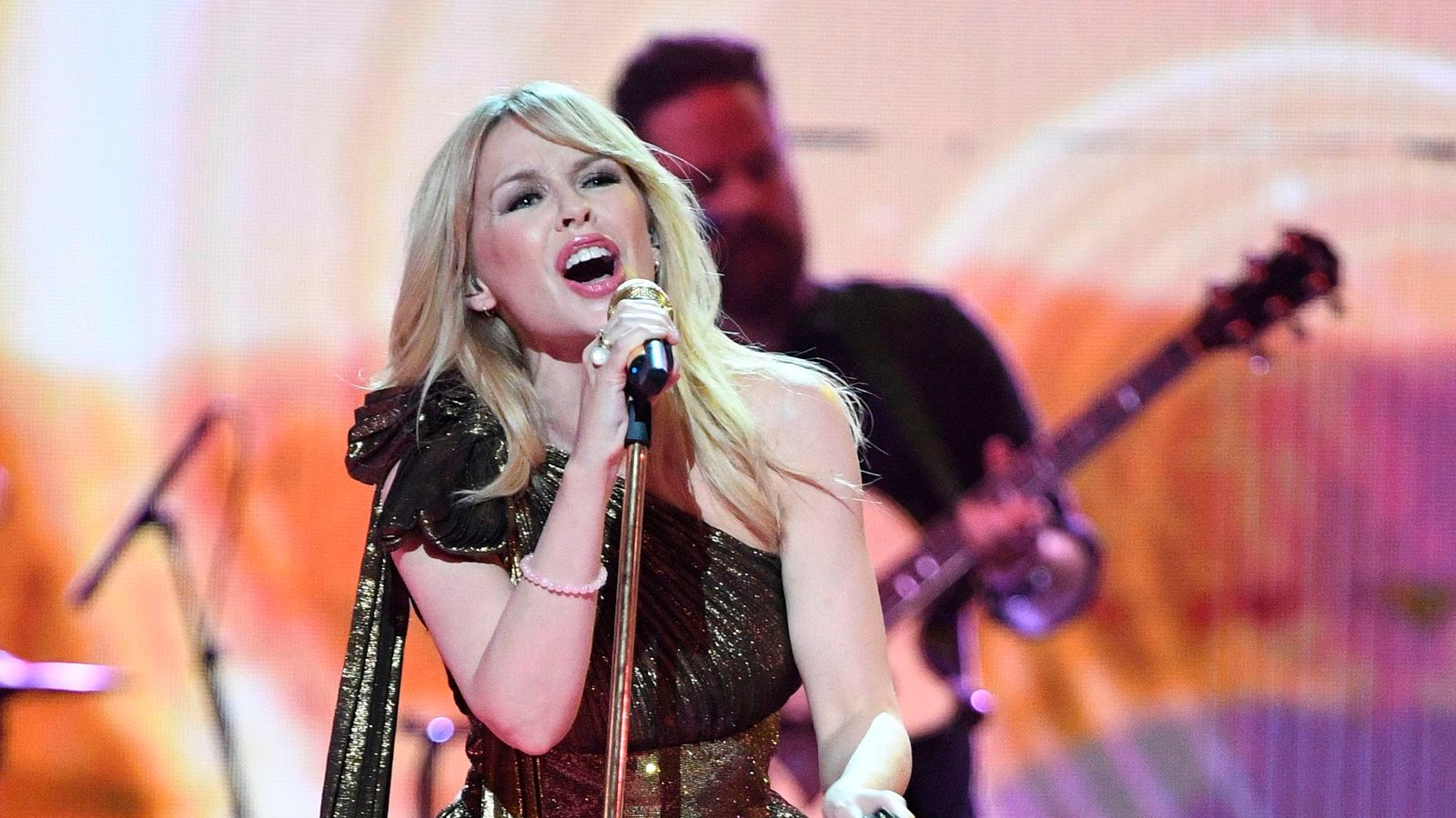Kylie to play Glastonbury festival's Sunday 'legends' slot