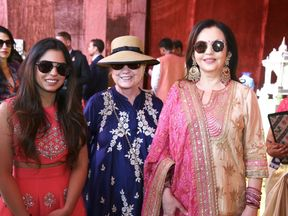 Isha Ambani (L) catching up with Mrs Clinton before the ceremony