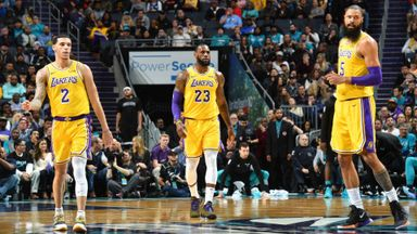 Lakers 128-100 Hornets