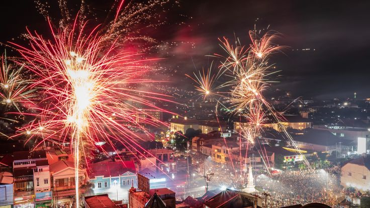 YOGYAKARTA, INDONESIA - JANUARY 01: Fireworks illuminate the city's skyline during New Year's Eve celebrations of 2018 on January 1, 2019 in Yogyakarta, Indonesia. (Photo by Ulet Ifansasti/Getty Images)
