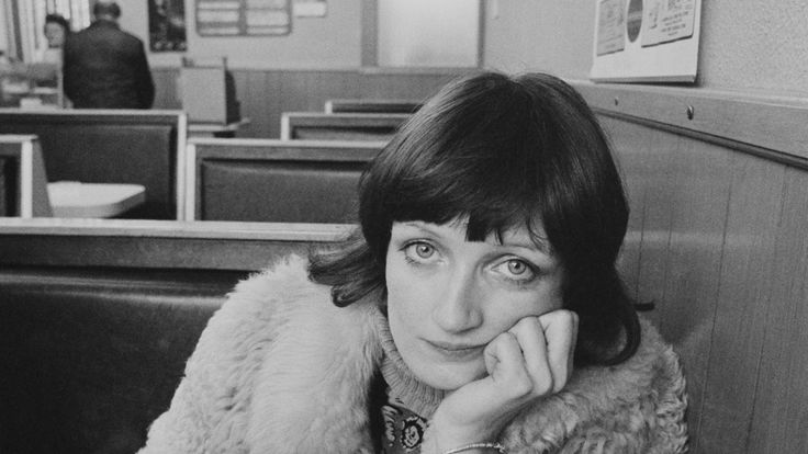 English Labour Party politician Tessa Jowell having a cup of tea in a cafe, 24th February 1978. (Photo by /Evening Standard/Hulton Archive/Getty Images)