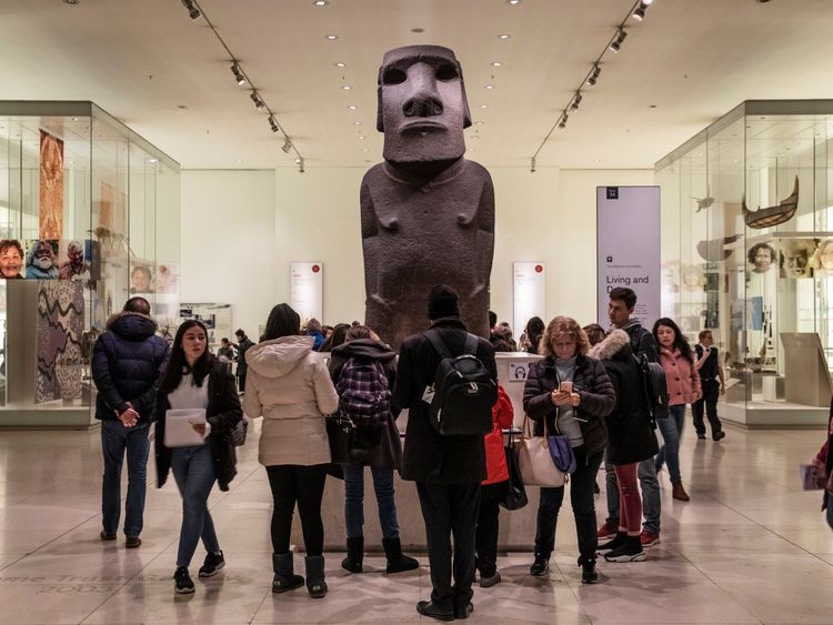 Easter Island mayor: Statue should stay in the UK