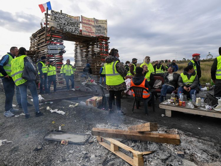 39;Yellow vest' protesters have also been blocking fuel depots