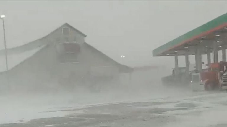 Blizzard hits Kansas and severely reduces visibility