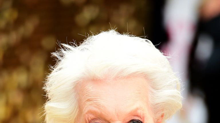 Dame June Whitfield Dies Absolutely Fabulous Star Joanna Lumley