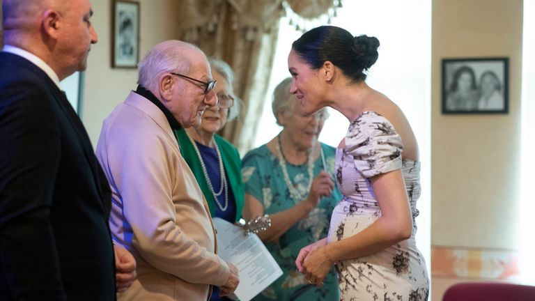 The baby bump was very evident as Meghan chatted to Reg Brigden
