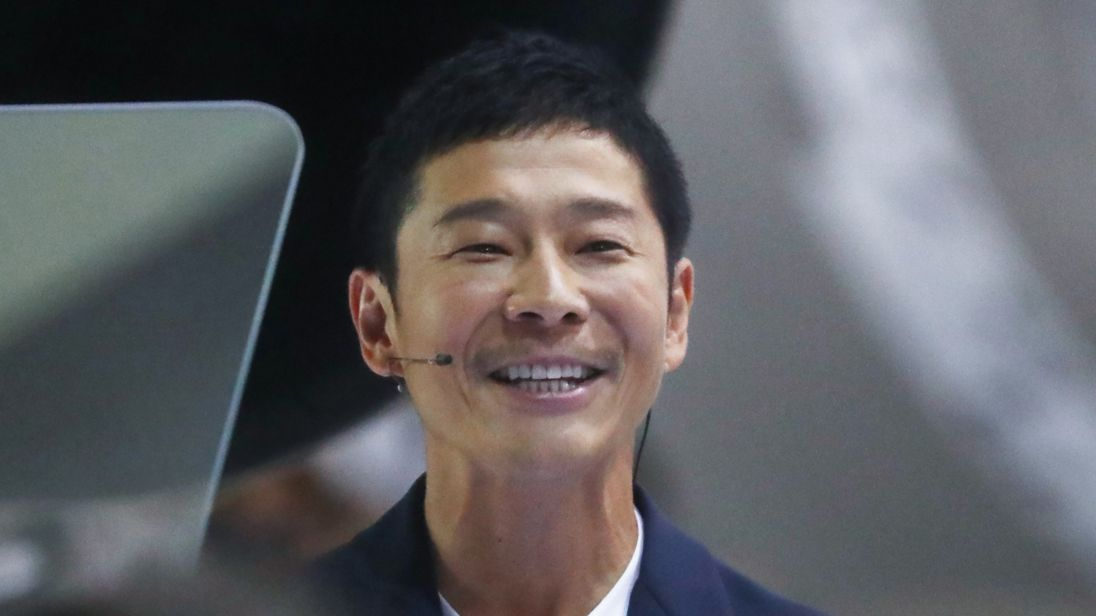 Japanese billionaire Yusaku Maezawa now has most retweeted tweet ever
