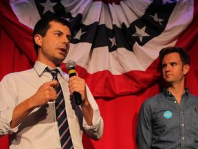 Peter Buttigieg talks to voters in Chicago during the 2016 presidential election campaign