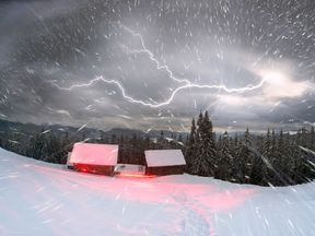 When heavy snow arrives alongside thunder and lightning, it is known as thundersnow