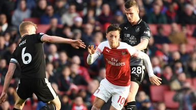Sherwood: Emery must get Ozil on side