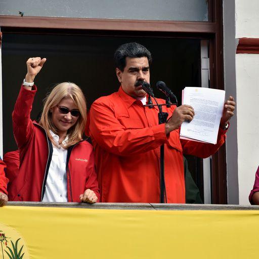 Maduro expels US diplomats as rival claims Venezuelan presidency