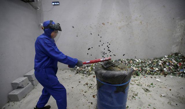 'Anger room' gives China a smashing way to reduce rage