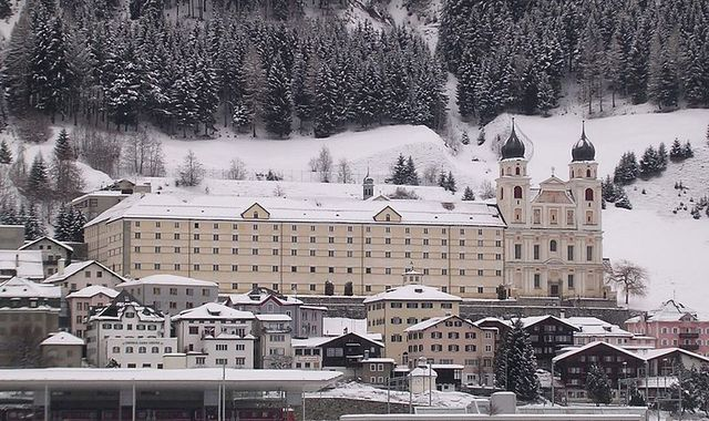 Disentis grinds to a halt: More than 2,000 people in Swiss village stranded after heavy snowfall