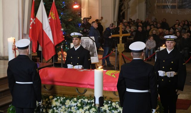 Pawel Adamowicz: Funeral held for Polish mayor after fatal on-stage stabbing