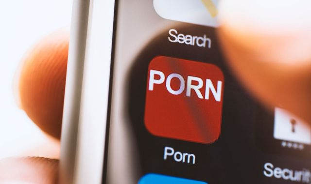 Government scraps online 'porn block' plans after law hits kinks